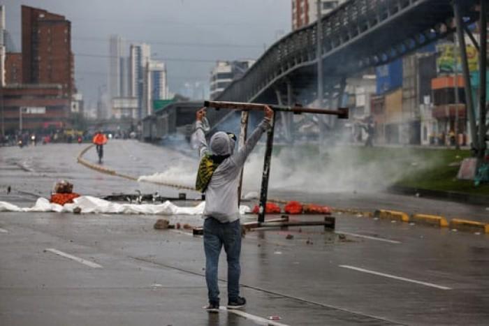 كولومبيا تشهد احتجاجات على تثبيت الحد الأدنى للأجور للعاملين والمعاشات