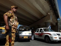 بأمر من قيادي حوثي.. هجوم مسلح على معرض سيارات بصنعاء