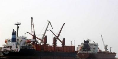 وصول سفينتين تحملان كميات من النفط إلى ميناء الحديدة