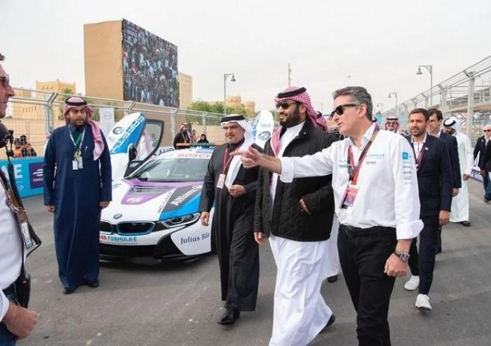 """""""بن سلمان"""" يشهد انطلاق افتتاحية بطولة فورمولا إي للسيارات بالدرعية (صور)"""