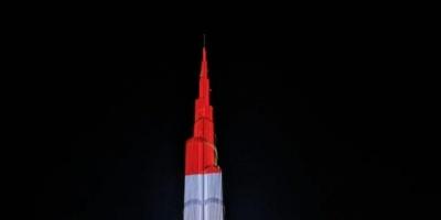 """احتفالاً بالذكرى 76 لاستقلاله.. إضاءة واجهة """"أدنوك"""" وبرج خليفة بالعلم اللبناني (صور)"""
