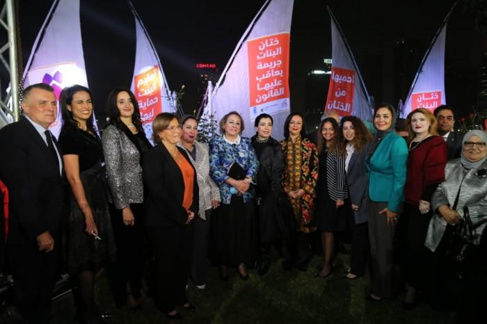 تتويجاً لعطاءها.. مراكب النيل تحمل رسائل دعم للمرأة المصرية ضد العنف