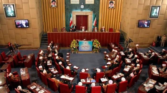 مجلس خبراء إيران يصف المتظاهرون بالمخربون والانتهازيون