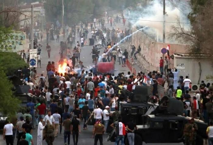 محتجون عراقيون يغلقون طرقًا رئيسة بين المحافظات الجنوبية