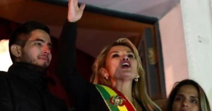 رئيسة بوليفيا المؤقتة توقع على قانون إجراء انتخابات رئاسية جديدة غدا