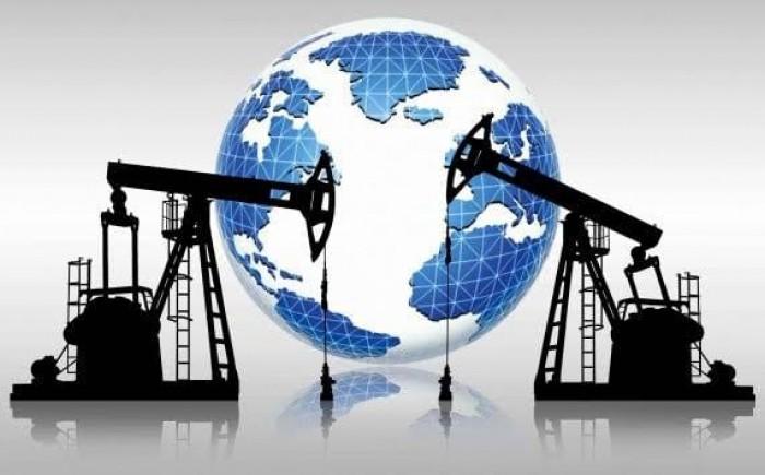 """تباطؤ مباحثات التجارة """"الأمريكية الصينية"""" تؤثر سلبآ على سوق النفط العالمي (تقرير)"""