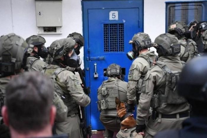 """قوات إسرائيلية تعتدي بالضرب على أسرى فلسطينيين في سجن """"نفحه"""""""