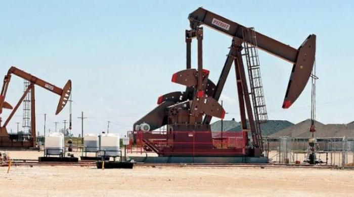 التهدئة الأمريكية الصينية ترفع النفط فوق 63 دولارًا