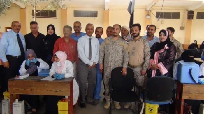 تحصين 10 آلاف طالب من الإنفلونزا في عدن (صور)