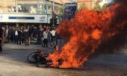 إيران تواصل القمع وتشكل محاكم خاصة للمتظاهرين المعتقلين