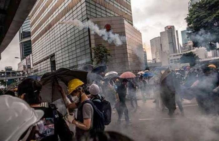 الصين تستدعي السفير الأمريكي للاحتجاج على تشريع يخص هونغ كونغ