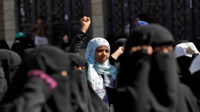"""قصة """"فتاة إب"""" التي أطلقت الرصاص على الحوثيين"""