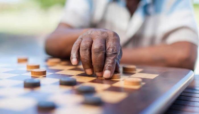 دراسة: ألعاب الطاولة تحمي ذاكرة كبار السن