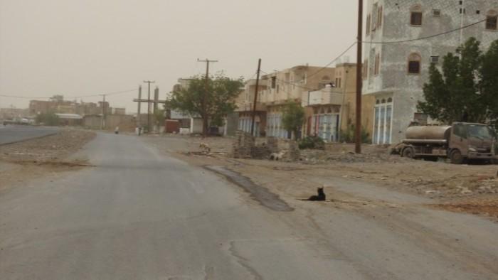 بالقذائف والأسلحة الرشاشة.. خروقات الحوثي تتواصل بحيس