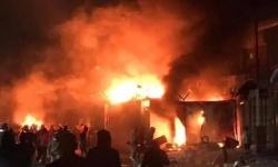 متظاهرو العراق يحرقون القنصلية الإيرانية بالنجف (صور)