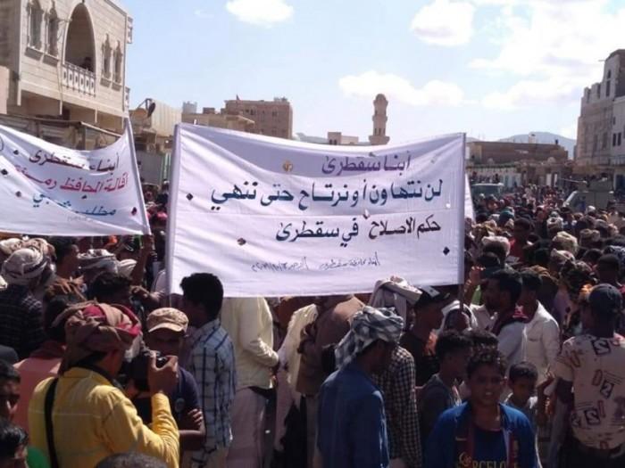 """""""وعيد"""" ينتظر مؤامرة الإخوان في سقطرى.. شعبٌ يدافع عن أرضه"""