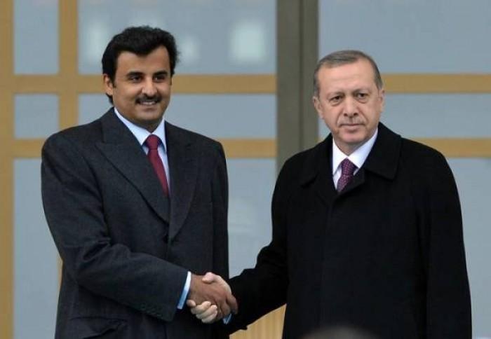 أمجد طه: أمير قطر أبلغ أردوغان أنه يفكر بترحيل الإخوان