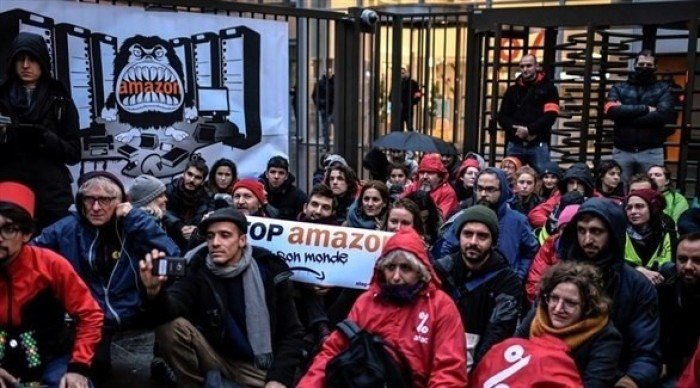 """""""بلاك فرايداي"""" تتحول لاحتجاجات ومظاهرات غضب في أوروبا"""