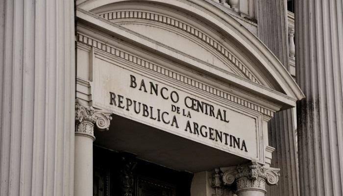 البنك المركزي الأرجنتيني يثبت سعر الفائدة عند 63%