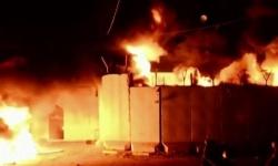 للمرة الثانية.. متظاهرون عراقيون يضرمون النار بالقنصلية الإيرانية في النجف