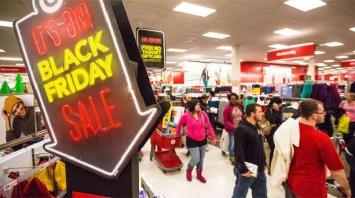 """""""الجمعة السوداء"""".. مبيعات الأسلحة النارية في أمريكا تسجّل رقمًا قياسيًا"""