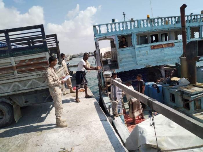 بالصور..محور الضبة يؤمن ميناء الشحر تمهيدا لتشغيله