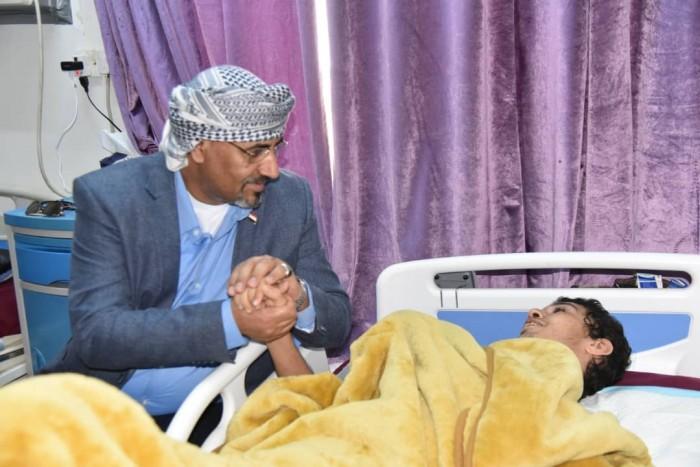 زيارة الزُبيدي للبطل باحمدان.. قيادة سياسية تقدر تضحيات أبنائها