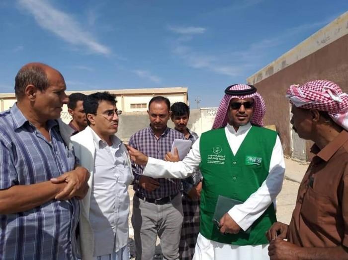 مدير البرنامج السعودي يزور قشن لتفقد المشروعات الجاري تنفيذها (صور)