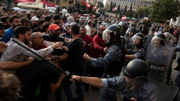 """رفضا لتشكيلة حكومية مسربة.. هاشتاج """"لبنان"""" يتصدر تويتر"""