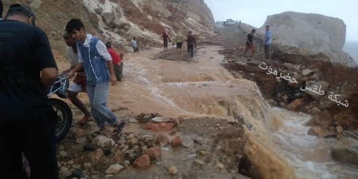 أمطار سقطرى تقطع الطريق الرابط بين حديبو ومناطق المطار