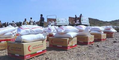 قافلة غذائية وطبية من الإمارات للنازحين غرب تعز (صور)