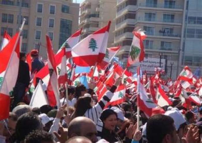 لبنانيون يدعون إلى الدخول في إضراب وعصيان مدني