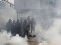 الشرطة الفرنسية تطلق الغاز المسيل للدموع على المحتجين