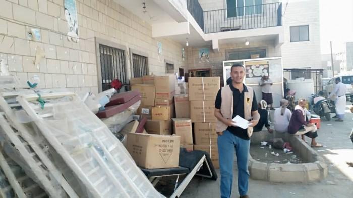 الإنقاذ الدولية تقدم مستلزمات طبية لمركز الأمومة بردفان