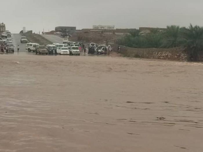 جراء الأمطار.. تحذير عاجل لسكان المناطق الساحلية بسقطرى