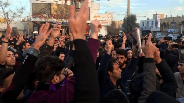 رغم الإجراءات الأمنية.. مظاهرات طلابية حاشدة ضد الحكومة الإيرانية