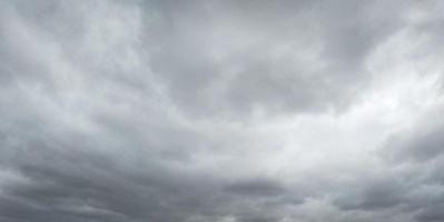 سحب مُنخفضة على ساحل ووادي حضرموت (صور)