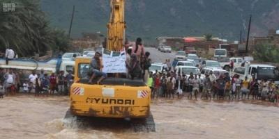 البرنامج السعودي يُمهد بعض الطرق المتأثرة بأمطار سقطرى (صور)