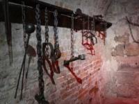 """""""أم صابر"""" التي كشفت الحقيقة المؤلمة.. ماذا يحدث في سجون الحوثي؟"""