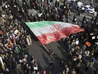 """مظاهرات طلابية بإيران تندد بعنف الشرطة ضد """"احتجاجات الوقود"""""""
