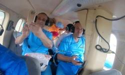 """بعد انقطاع طريق حيبق.. """"خليفة الإنسانية"""" تنقل أطباء """"السعودي العسكري"""" بمروحية"""
