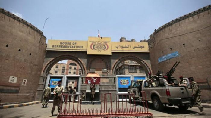 مخابرات الحوثي تحقق مع أعضاء البرلمان