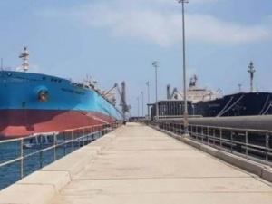 """ميناء الزيت يستقبل معدات لمشاريع """"مصافي عدن"""""""