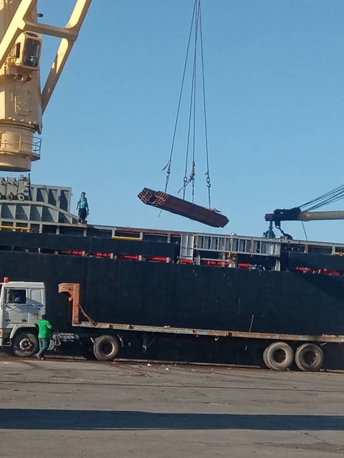 """ميناء الزيت يستقبل معدات لمشاريع """"مصافي عدن"""" (صور)"""