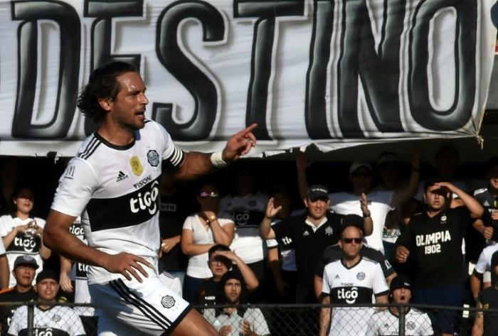 سانتا كروز «بعمر الـ 38 عاما» يقود أولمبيا للتتويج بلقب دوري باراجواي
