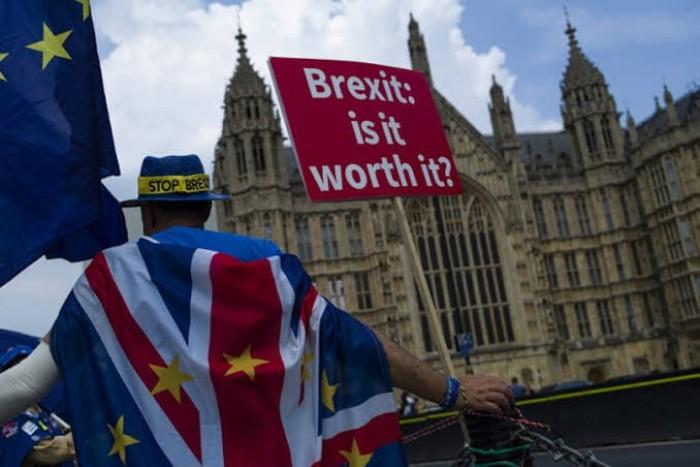 بسبب البريكست.. الاقتصاد البريطاني يصاب بانتكاسة حادة