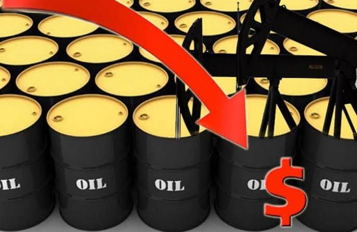 النفط ينخفض بفعل تباطؤ الطلب العالمي