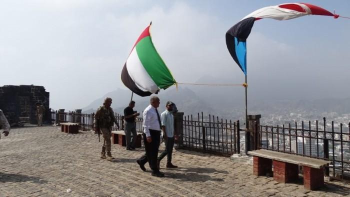 الوالي يطالب بضرورة توفير الخدمات لزوار قلعة صيرة بعدن (صور)