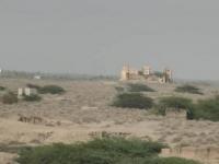 """بالأسلحة الثقيلة والقناصة..مليشيات الحوثي تستهدف مواقع """"المشتركة"""" في الجاح"""