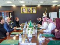 """لمناقشة المشروعات التنموية باليمن..""""آل جابر"""" يلتقي وفدًا من منظمة أطباء بلا حدود (صور)"""